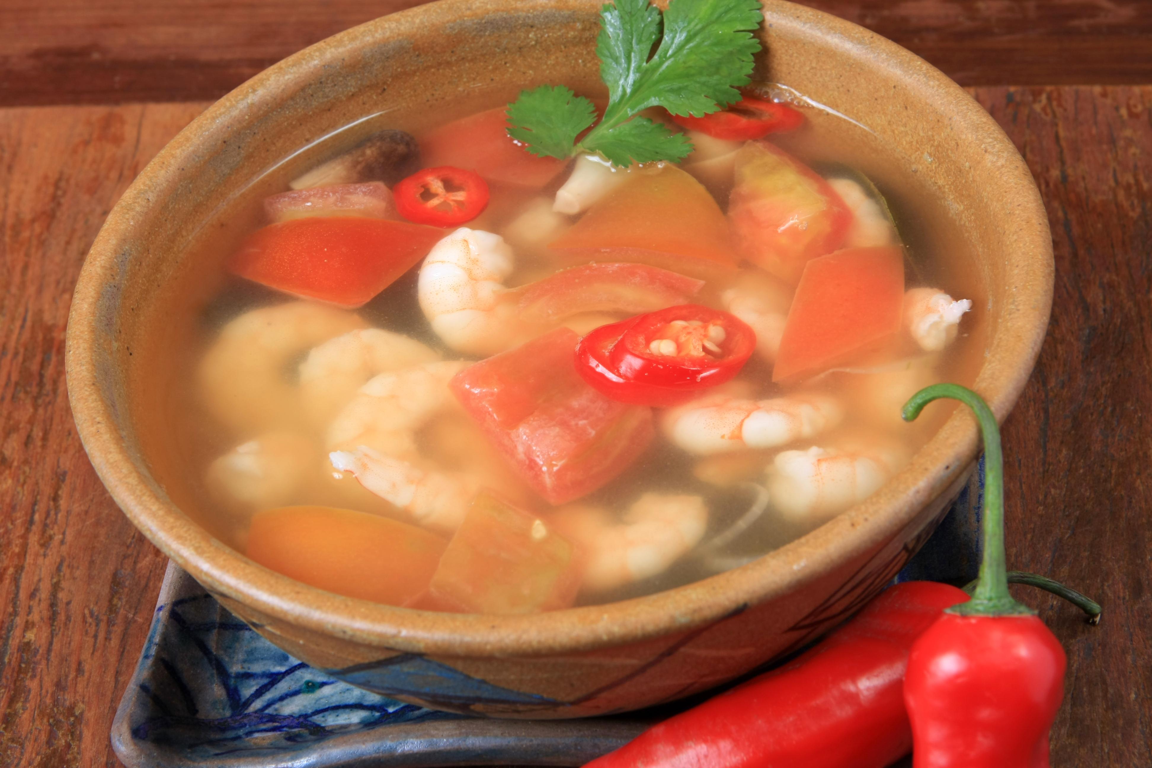 sopa-acida-e-picante-de-camarao3_nam-thai_foto-vera-donato